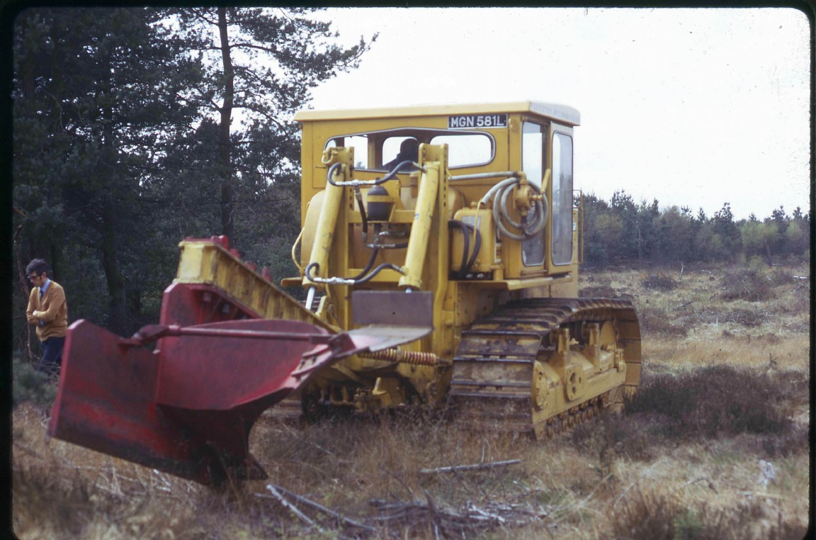 CAT D9G with strange plough/ripper - The Classic Machinery